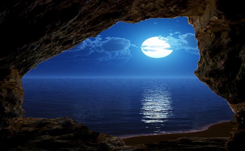 Saranagata - die spirituelle Oase - Bild mit Meer im Mondlicht